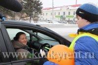 Искитимских автоледи поздравили с 8 марта