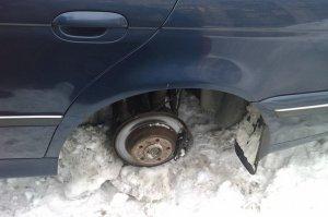 В суд передано дело преступной группы, совершившей 22 кражи колес с иномарок