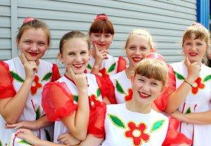 Самые красивые девчонки – в селе Мосты!
