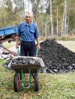 Пенсионеры получили уголь от Сибирского Антрацита в подарок