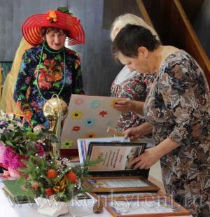 В Искитиме поздравили людей старшего поколения