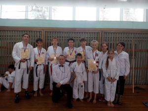 13 медалей заработали искитимские каратисты