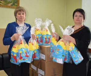 Новогодние подарки для детей из многодетных семей Искитимского района