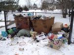 Ребенок в мусорном баке?