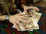 Цыганки-мошенницы обманом забирают деньги у бабушек