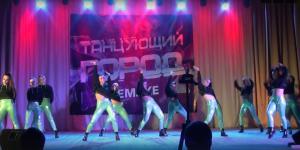 В Искитиме «Танцующий город» собрал 22 250 рублей для Артема Снегирева