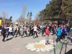 В Искитиме молодежь делала разминку в парке и участвовала в космическом забеге