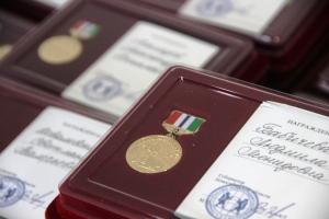 Искитимцам вручают медали в честь 80-летия Новосибирской области