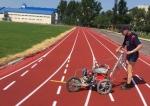 На беговую дорожку и легкоатлетические зоны стадиона с/к «Заря» нанесена разметка