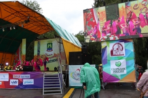 Гости из Карамая и творческие коллективы Искитима подарили горожанам роскошный концерт