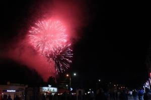 Фейерверком завершился День города в Искитиме (ВИДЕО)
