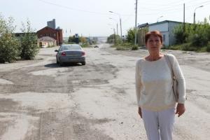 В Искитиме женщина не выдержала и сделала ямочный ремонт на дороге, а на нее «завели дело»