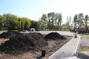 В Искитиме на стадионе «Заря» возводят комплексную игровую спортивную площадку