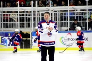 Знаменитый хоккеист Алексей Касатонов приехал в Искитим на открытие Дворца спорта, названного его именем