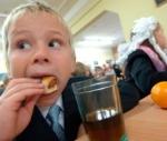 """Родители могут пожаловаться на некачественную организацию горячего питания в школах и детсадах по телефону """"горячей линии"""""""