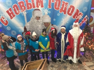 Молодежный Дед Мороз поздравил искитимцев