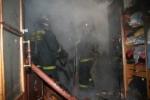 Пожарные спасли людей из огня в Искитиме