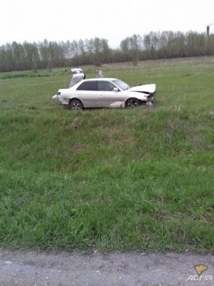 Избегая наезда на людей, автомобиль слетел с трассы