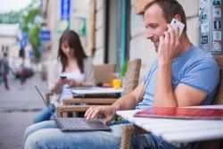 Крупнейшие операторы отменяют плату за входящие звонки в поездках по России