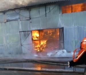 Больше трех часов тушили пожар в Искитиме