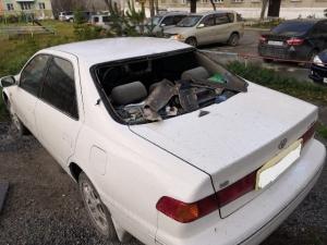 В Искитиме во время урагана шифер упал на автомобиль