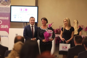 Губернатор Андрей Травников вручил награды сибирским журналистам