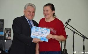 Балалайку, баян, занавес получили сельские клубы в рамках партийного проекта