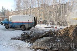 Лопнула теплотрасса: из общежития ФНМТ эвакуировали 58 человек