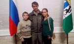 """Знак """"Отцовская слава"""" получил житель с. Гусельниково, один воспитывающий семерых детей"""