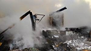 Из-за неисправной трубы сгорел дом в поселке Раздольный