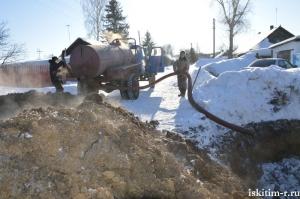 Трое суток в экстремальных условиях устраняли аварию на водопроводе в Степном