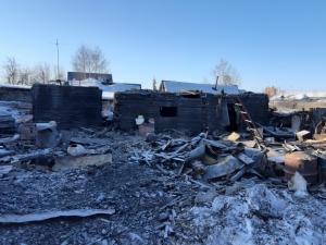 В деревне Ургун сгорел жилой дом, на ст. Евсино – хозпостройки с курами и утками