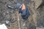 Четвертый раз ремонтная бригада ЖКХ устраняет аварию на водопроводе в Бородавкино