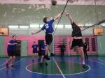 Соревнуются юные волейболисты Искитимского района