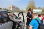 В Искитиме водителям раздали георгиевские ленточки и проверили знание ПДД