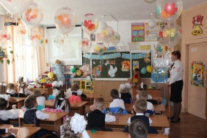 Госавтоинспекторы поздравили первоклассников и их родителей с Днем Знаний