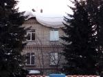 Пора чистить крыши от снежных навесов и сосулек!
