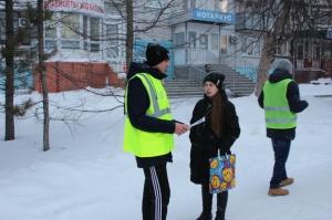 Госавтоинспекторы Искитимского района и студенты напомнили пешеходам и водителям о соблюдении ПДД