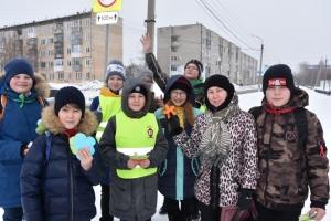 В Искитиме юидовцы поздравили участниц дорожного движения