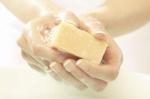 Главный инфекционист Новосибирской области посоветовала мыть руки хозяйственным мылом
