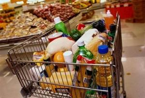В Минпромторге заявили, что россияне могут посещать супермаркеты не у дома