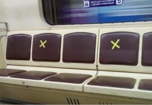 Зачем в новосибирском метро кресла пометили желтыми крестами