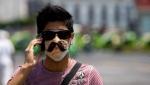 В МЧС посоветовали не носить защитную маску на улице