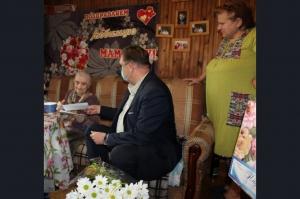 Глава города Сергей Завражин поздравил с юбилеем  Валентину Федоровну Тимофееву
