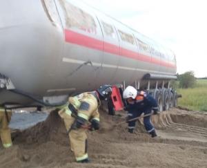 Спасатели рассказали, как эвакуировали с места ДТП цистерну с газом