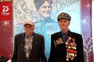 Ветераны посетили выставку в музее и проверили, как растут ими посаженные деревца