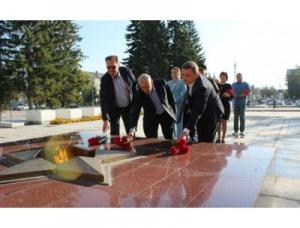 Делегация администрации Искитима и общественность возложили цветы в память об окончании Второй мировой войны