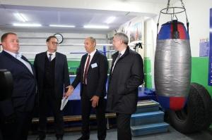 Автобус для поездок и ремонт зала для игровых видов спорта пообещал губернатор спортивной школе Искитима
