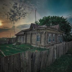 Заброшенные и старые деревенские домики стали главными героями работ искитимского фотохудожника