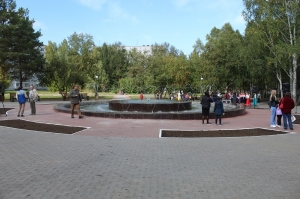 Вчера был торжественно открыт сквер «Юбилейный». После реконструкции здесь начал работать фонтан